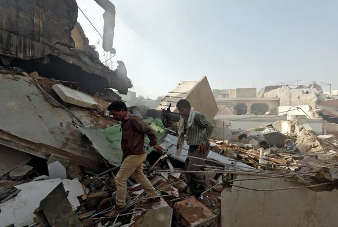 Máy bay chở hơn 100 người rơi ở Pakistan, không ai sống sót - Ảnh 2.