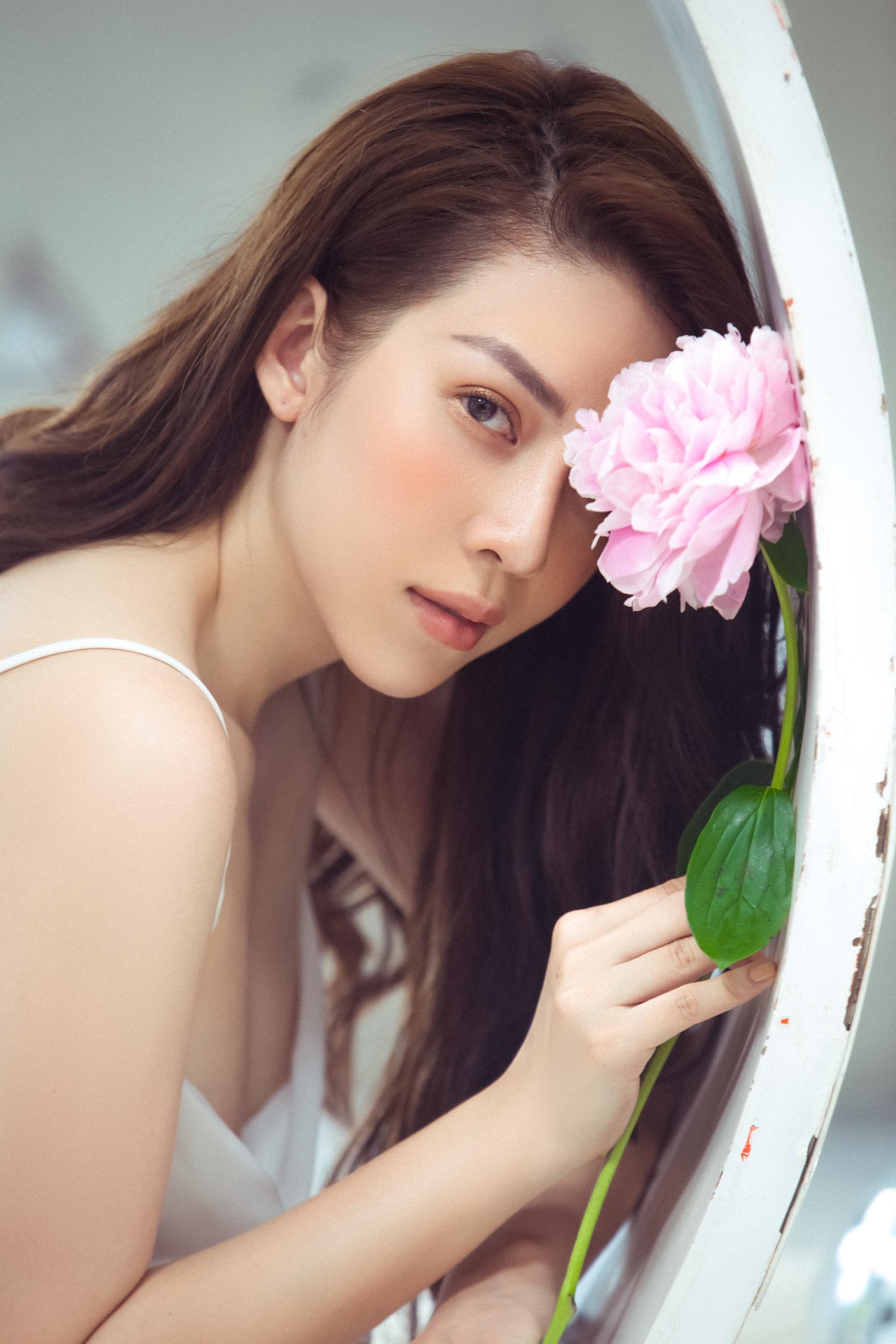 Ngô Phương Anh hi sinh hình ảnh xinh đẹp để vào vai ác nữ xấu xí  - Ảnh 1.