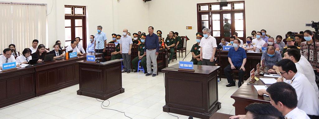 Cựu đô đốc Nguyễn Văn Hiến bị tuyên 4 năm tù - Ảnh 1.