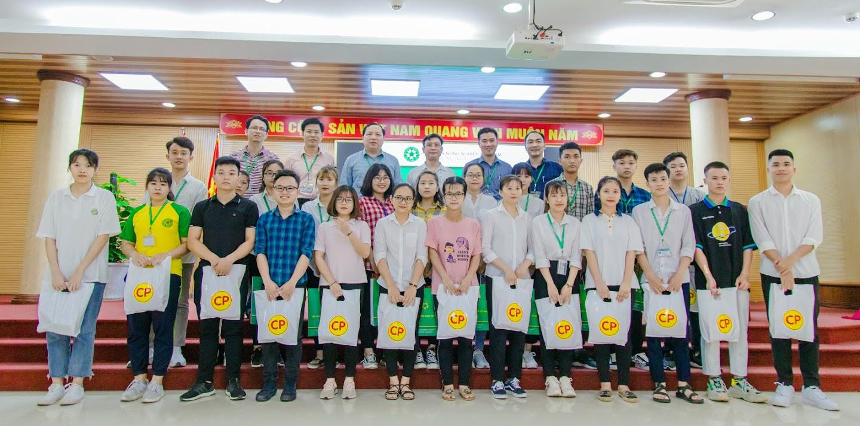 Học viện Nông nghiệp Việt Nam phối hợp với C.P tặng quà cho sinh viên khó khăn do Covid-19 - Ảnh 1.