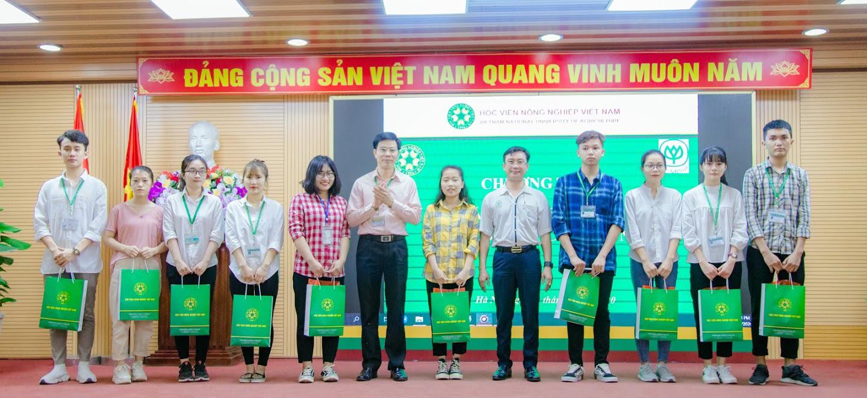 Học viện Nông nghiệp Việt Nam phối hợp với C.P tặng quà cho sinh viên khó khăn do Covid-19 - Ảnh 4.