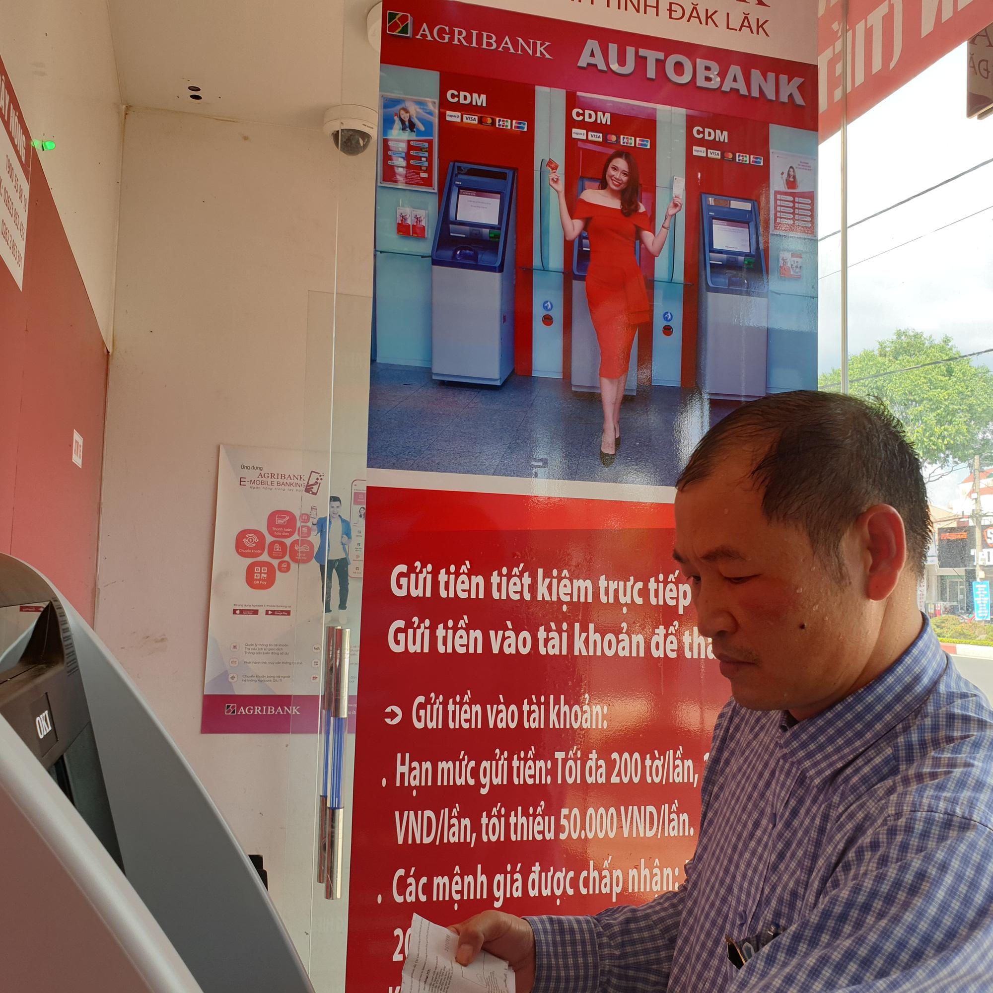 Agribank chi nhánh tỉnh Đắk Lắk trang bị máy CDM phục vụ khách hàng - Ảnh 1.