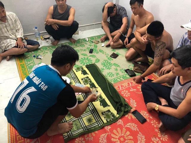 Quảng Ngãi: Cán bộ trưởng ngành của huyện tham gia đánh bạc  - Ảnh 1.