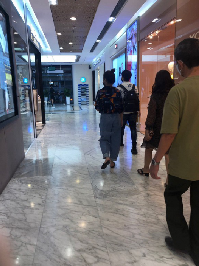 Hoàng Thùy Linh – Gil Lê bị bắt gặp đi mua sắm cùng nhau giữa ồn ào với Chi Pu? - Ảnh 3.