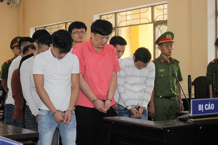 """Quảng Nam: 12 bị cáo nhận hơn 100 năm tù về """"lừa đảo chiếm đoạt tài sản""""… - Ảnh 1."""