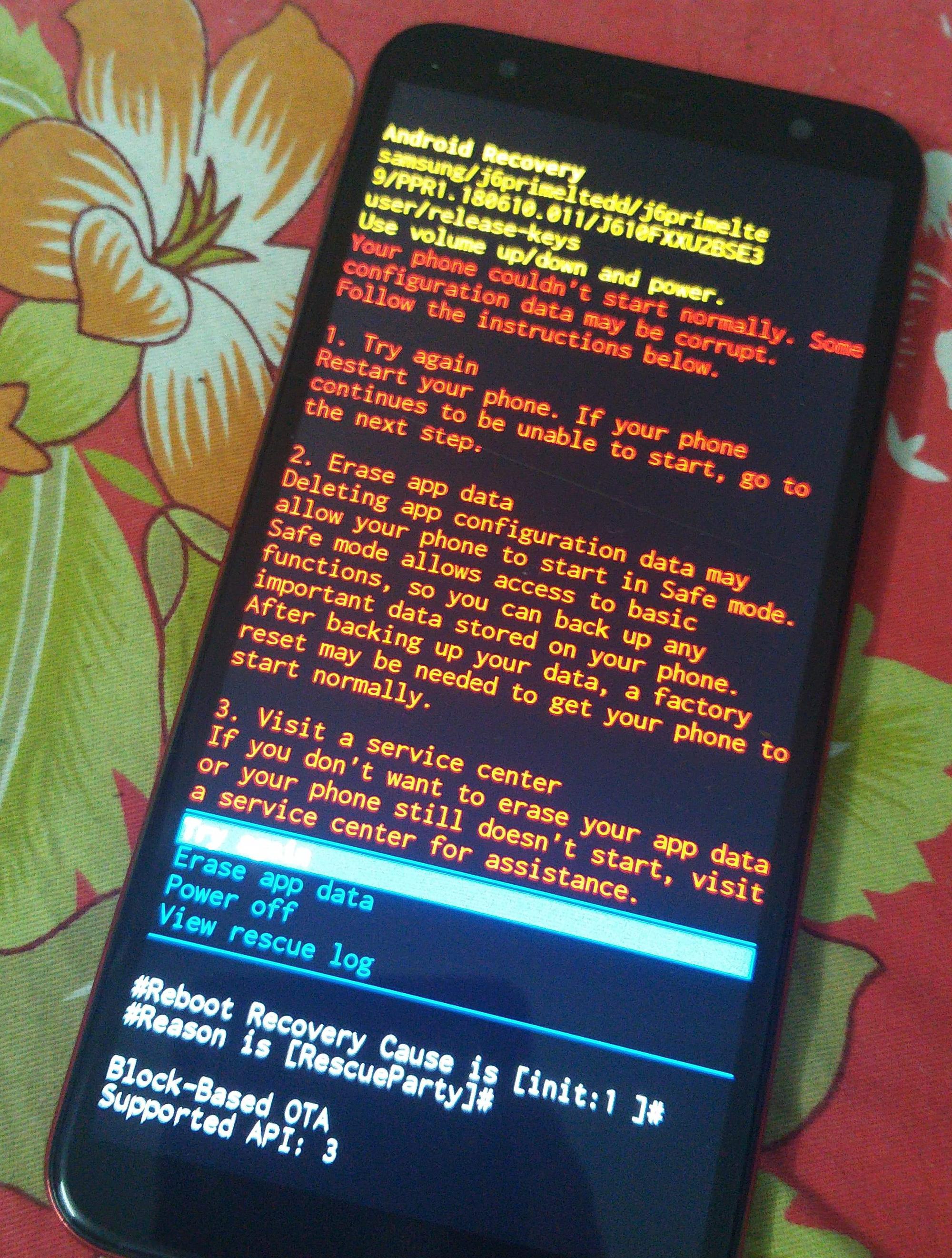 """Smartphone Samsung dòng J """"chết máy giữa đường"""" vì đụng với lịch âm? - Ảnh 1."""