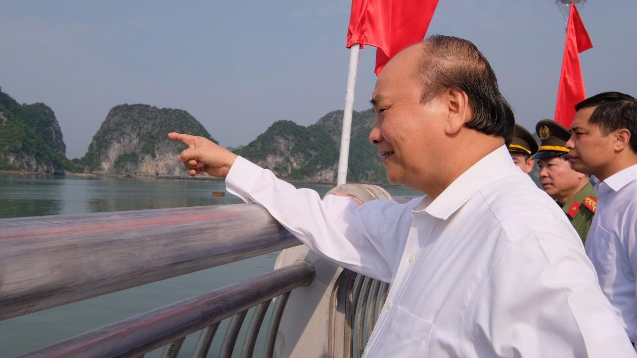 Thủ tướng cắt băng khánh thành đường bao biển bên bờ vịnh Hạ Long - Ảnh 2.