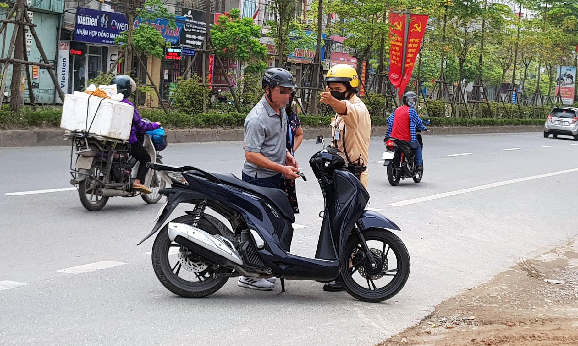 Hà Nội: Bị thu xe vì uống 1 lon bia rồi đi… đổ xăng - Ảnh 7.