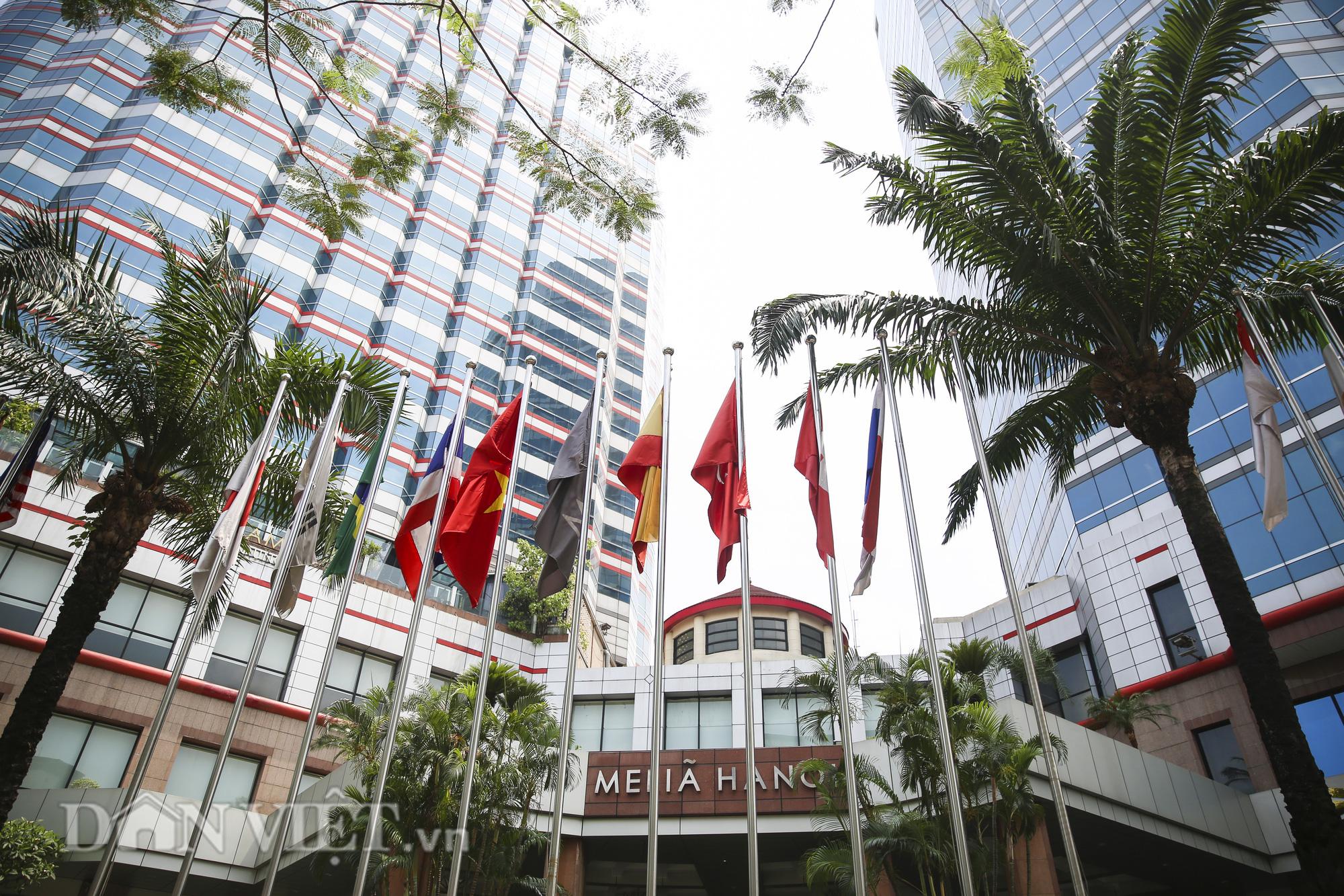 Nhiều khách sạn tại Hà Nội chưa thể mở cửa sau dịch Covid-19 - Ảnh 1.