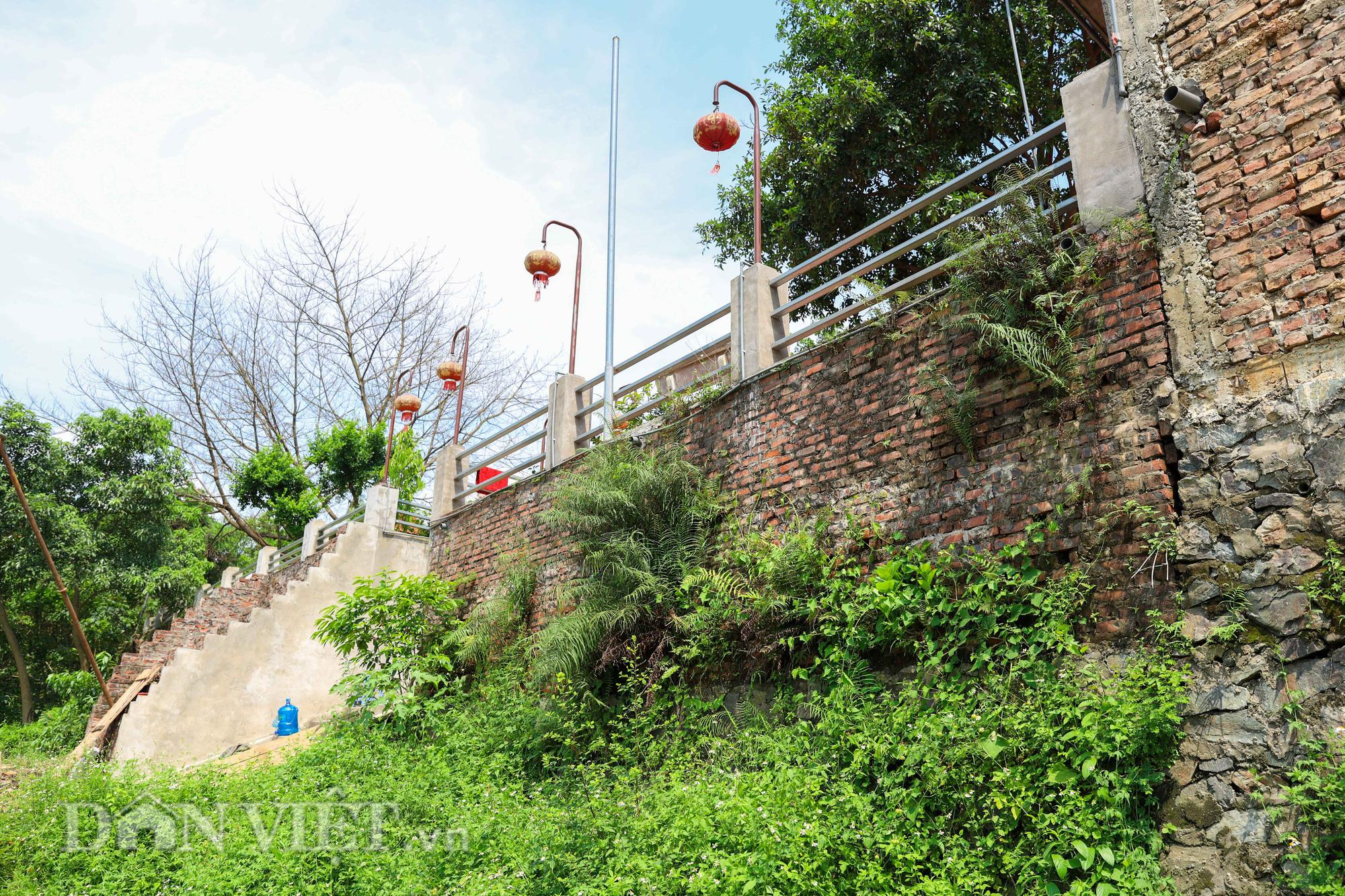 Đền Ba Voi ở Hà Nội bị đóng cửa vì sạt lở bờ sông - Ảnh 7.