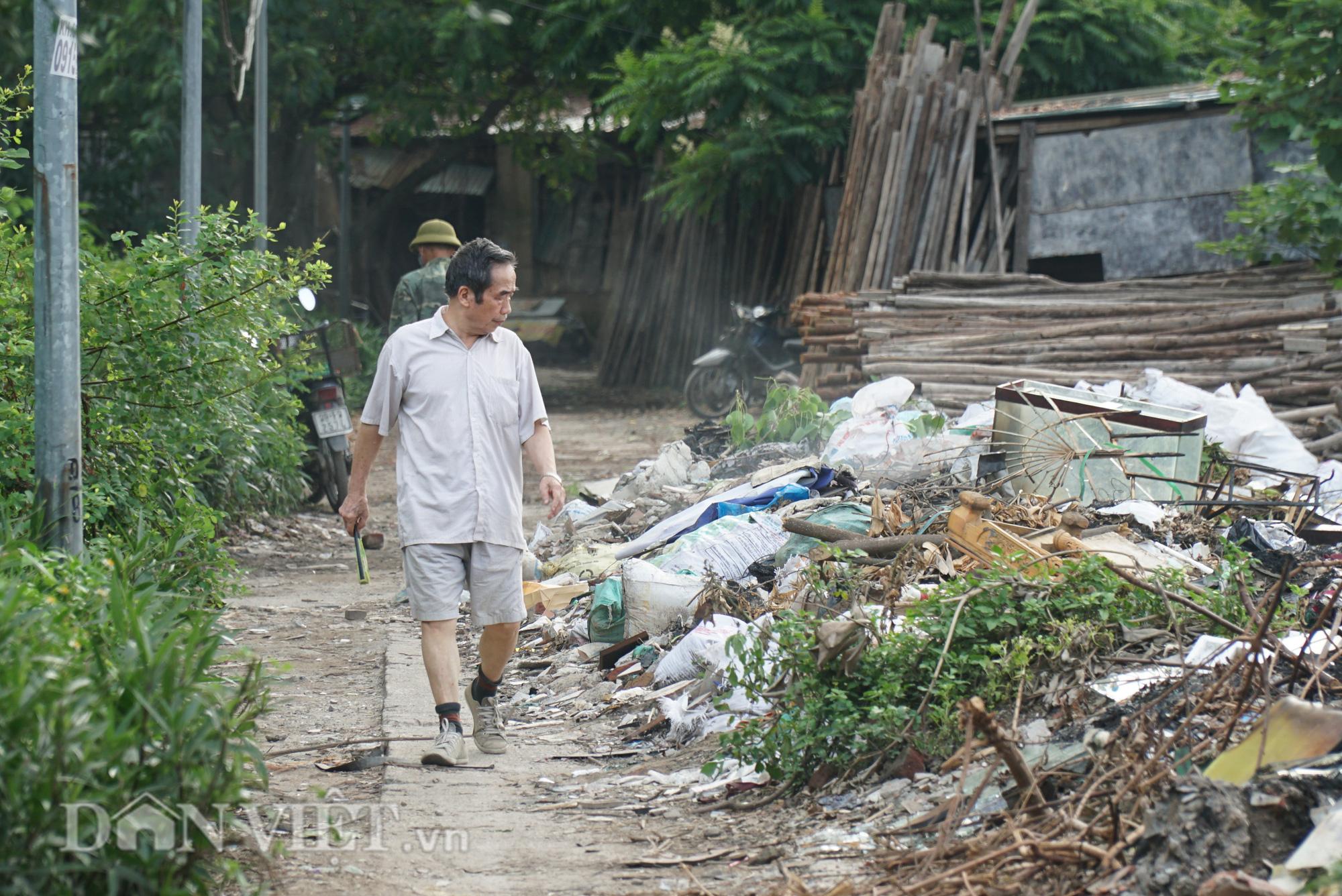 Người dân Thủ đô khốn khổ vì bãi tập kết rác tự phát  - Ảnh 3.