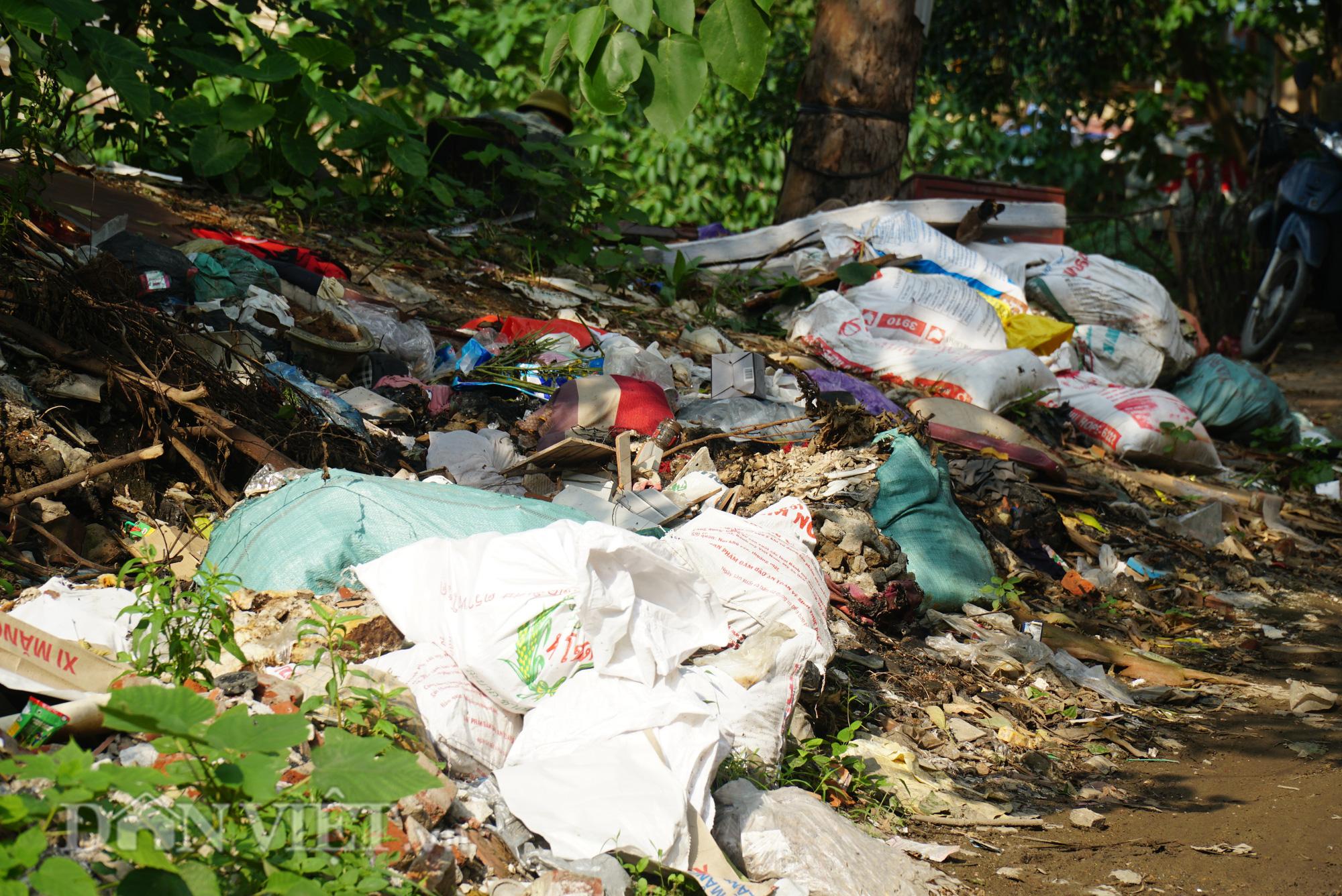 Người dân Thủ đô khốn khổ vì bãi tập kết rác tự phát  - Ảnh 11.
