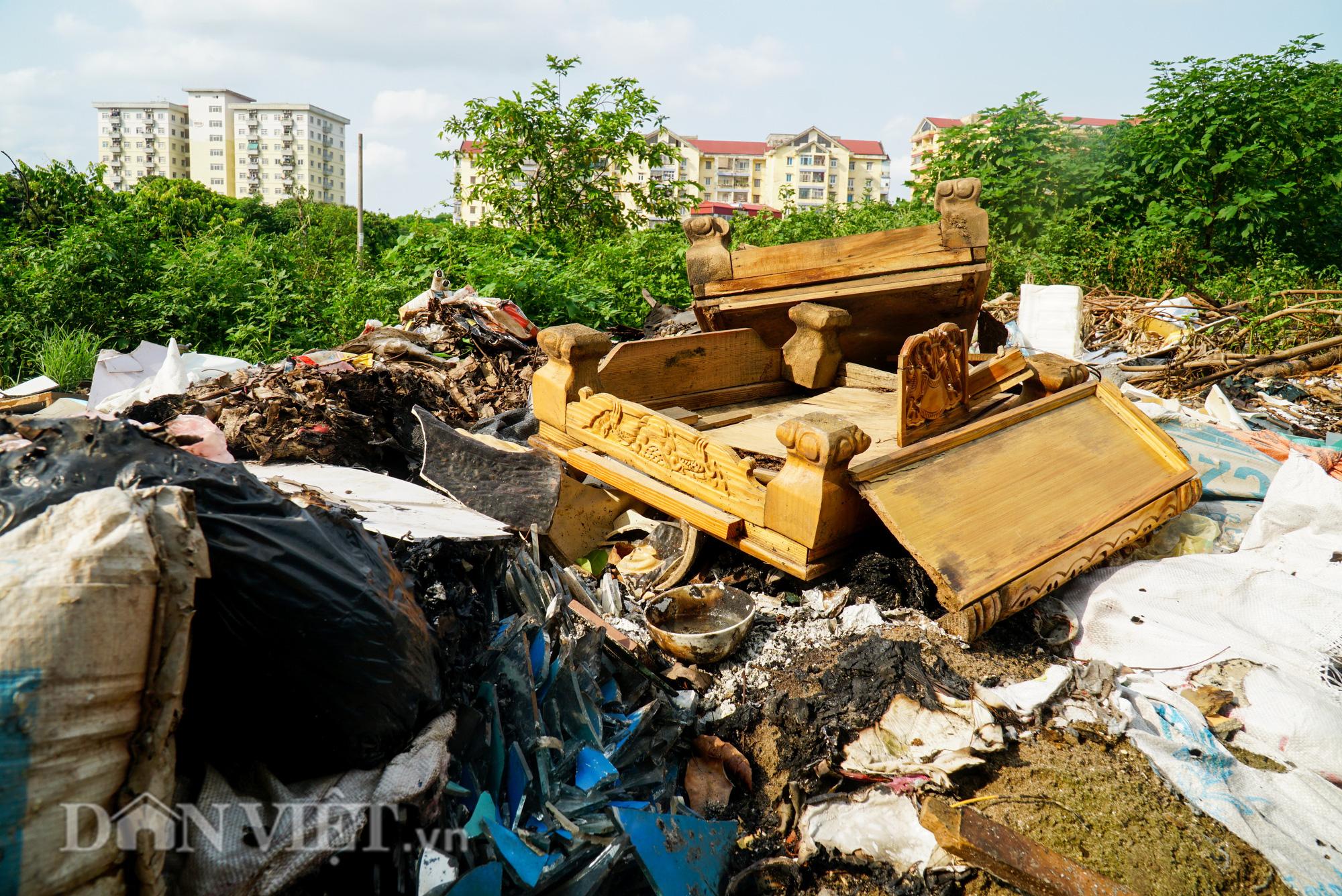 Người dân Thủ đô khốn khổ vì bãi tập kết rác tự phát  - Ảnh 10.
