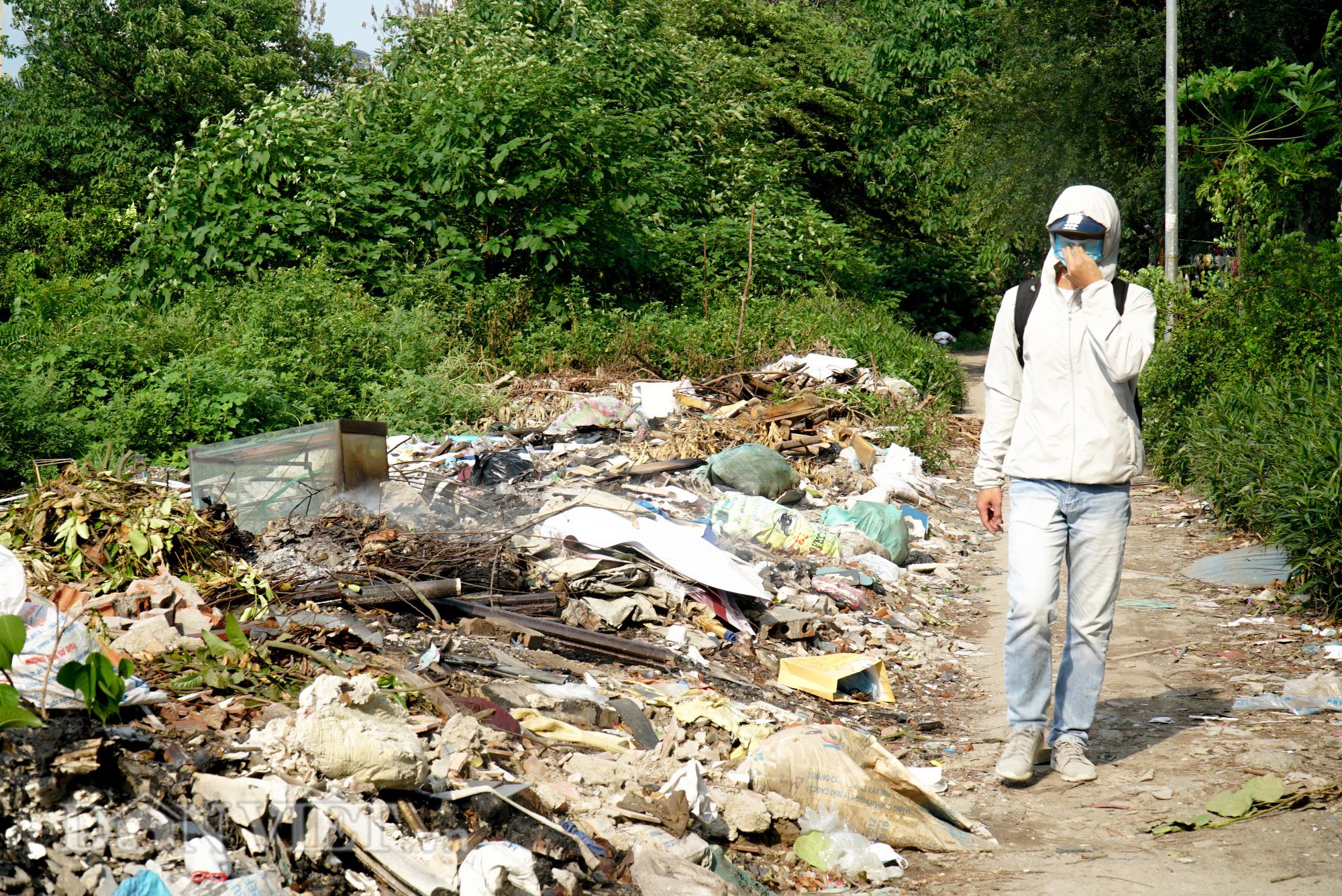 Người dân Thủ đô khốn khổ vì bãi tập kết rác tự phát  - Ảnh 7.