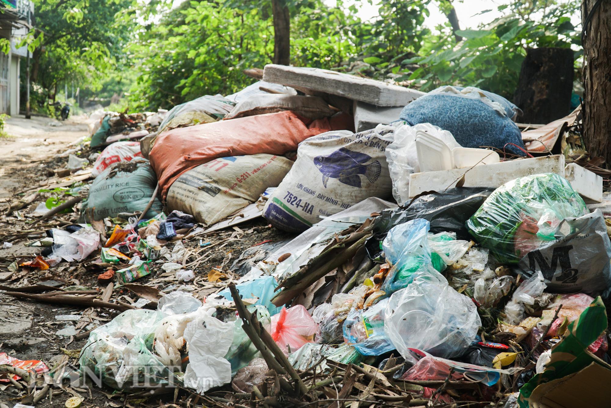 Người dân Thủ đô khốn khổ vì bãi tập kết rác tự phát  - Ảnh 12.