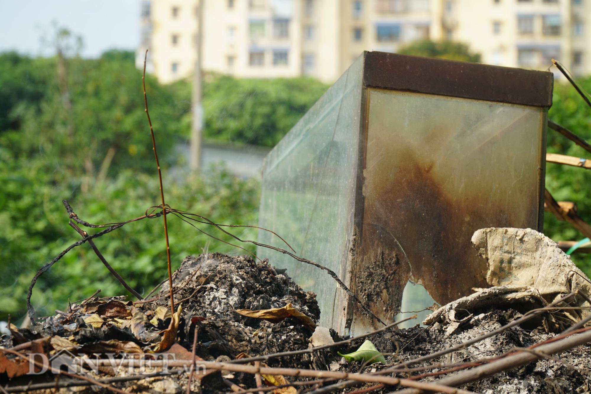 Người dân Thủ đô khốn khổ vì bãi tập kết rác tự phát  - Ảnh 9.