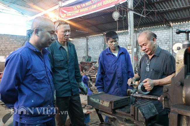 Yên Bái: Mê cơ khí, Giám đốc về hưu đi buôn đồng nát, mở xưởng sản xuất nông cụ - Ảnh 1.
