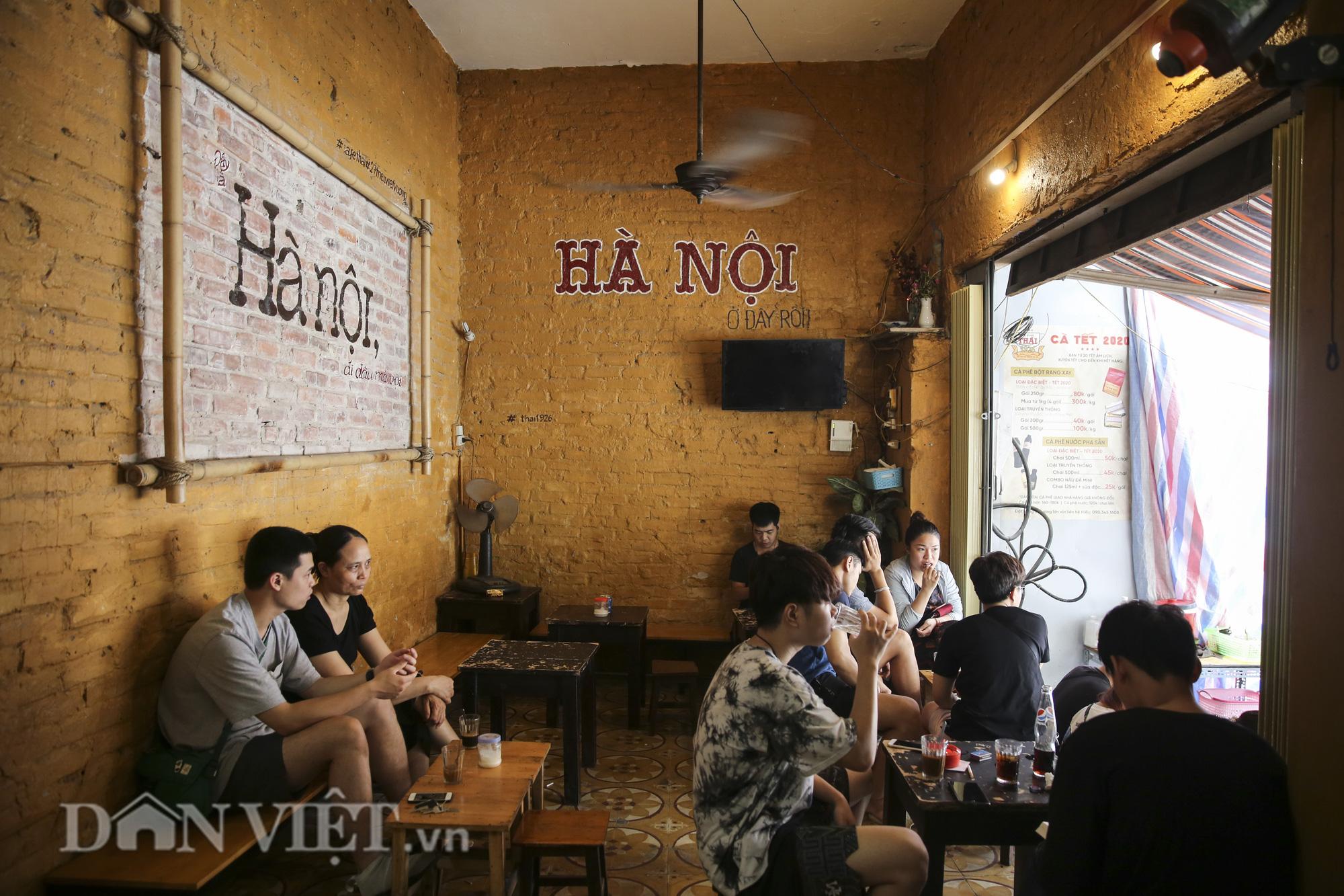 """Ngất ngây hương vị """"rang củi"""" tại quán cà phê lâu đời nhất Hà Nội - Ảnh 11."""