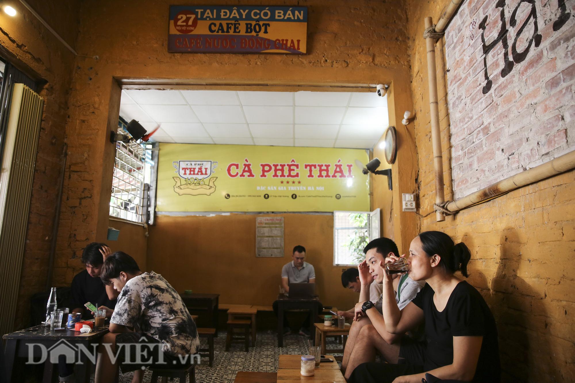 """Ngất ngây hương vị """"rang củi"""" tại quán cà phê lâu đời nhất Hà Nội - Ảnh 4."""
