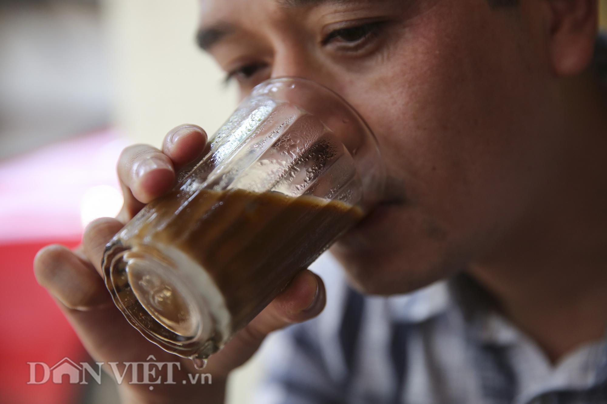 """Ngất ngây hương vị """"rang củi"""" tại quán cà phê lâu đời nhất Hà Nội - Ảnh 5."""