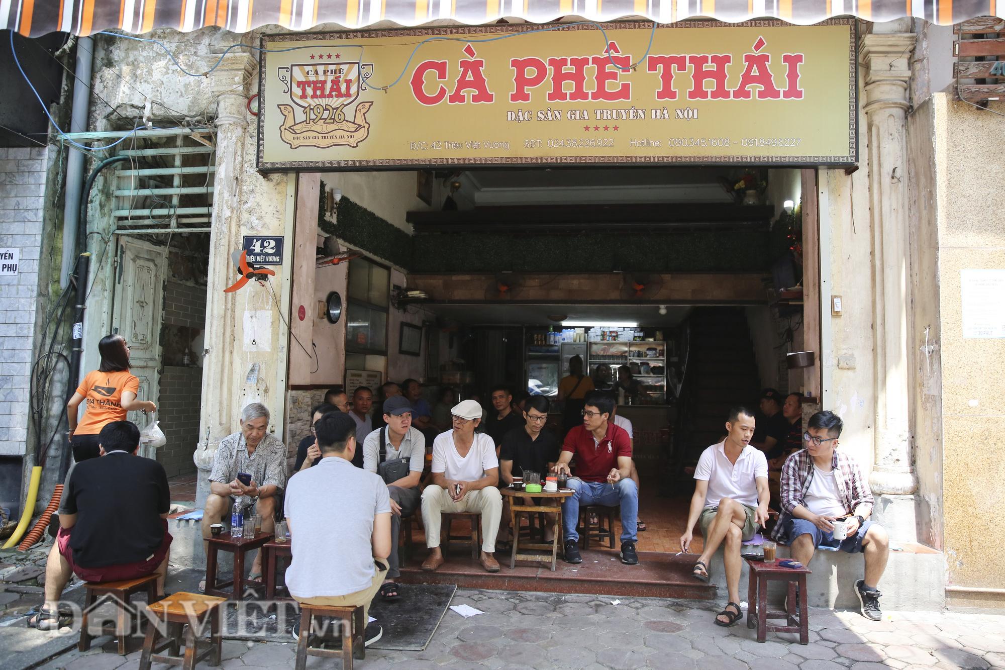 """Ngất ngây hương vị """"rang củi"""" tại quán cà phê lâu đời nhất Hà Nội - Ảnh 6."""