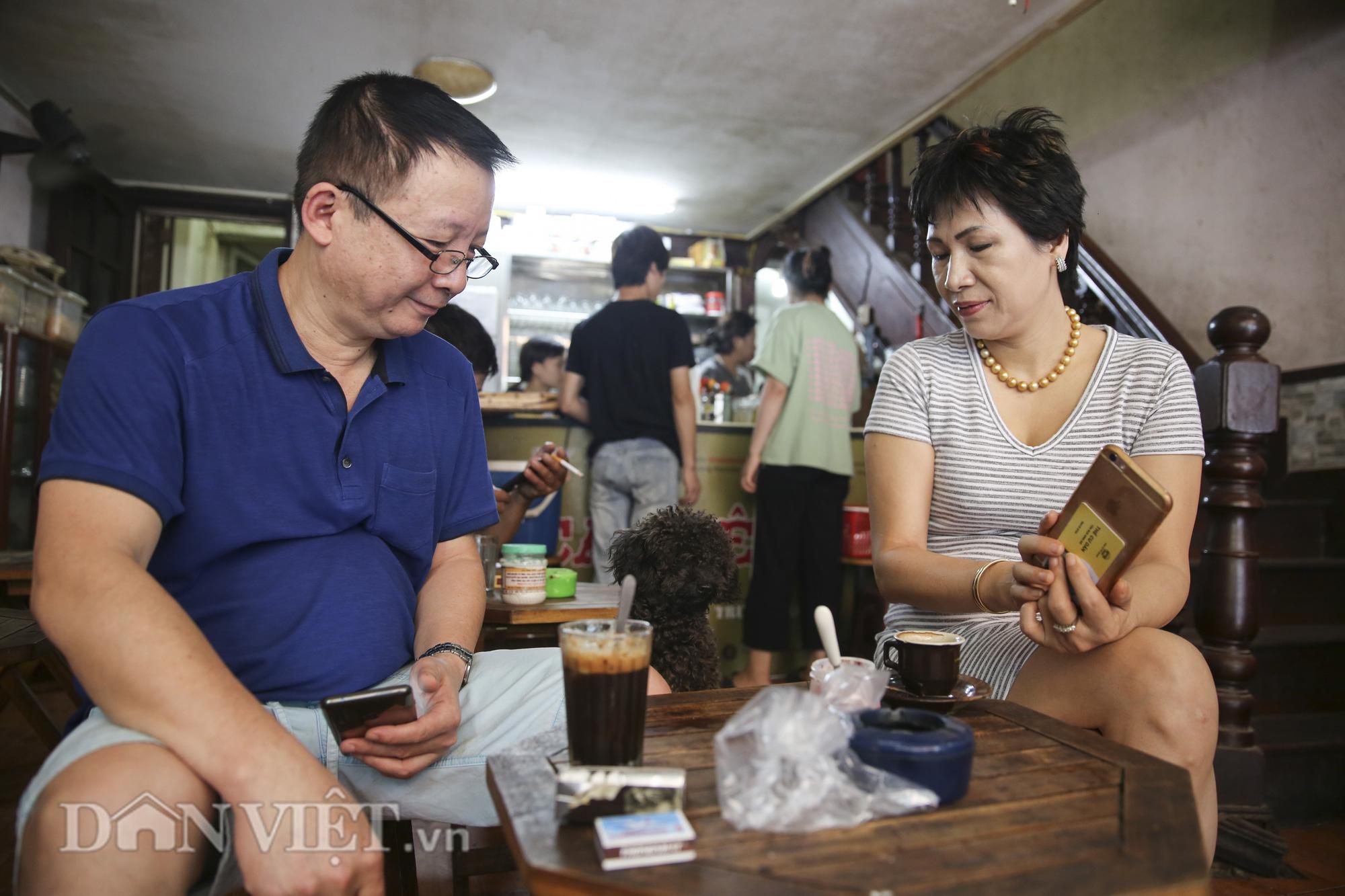 """Ngất ngây hương vị """"rang củi"""" tại quán cà phê lâu đời nhất Hà Nội - Ảnh 7."""