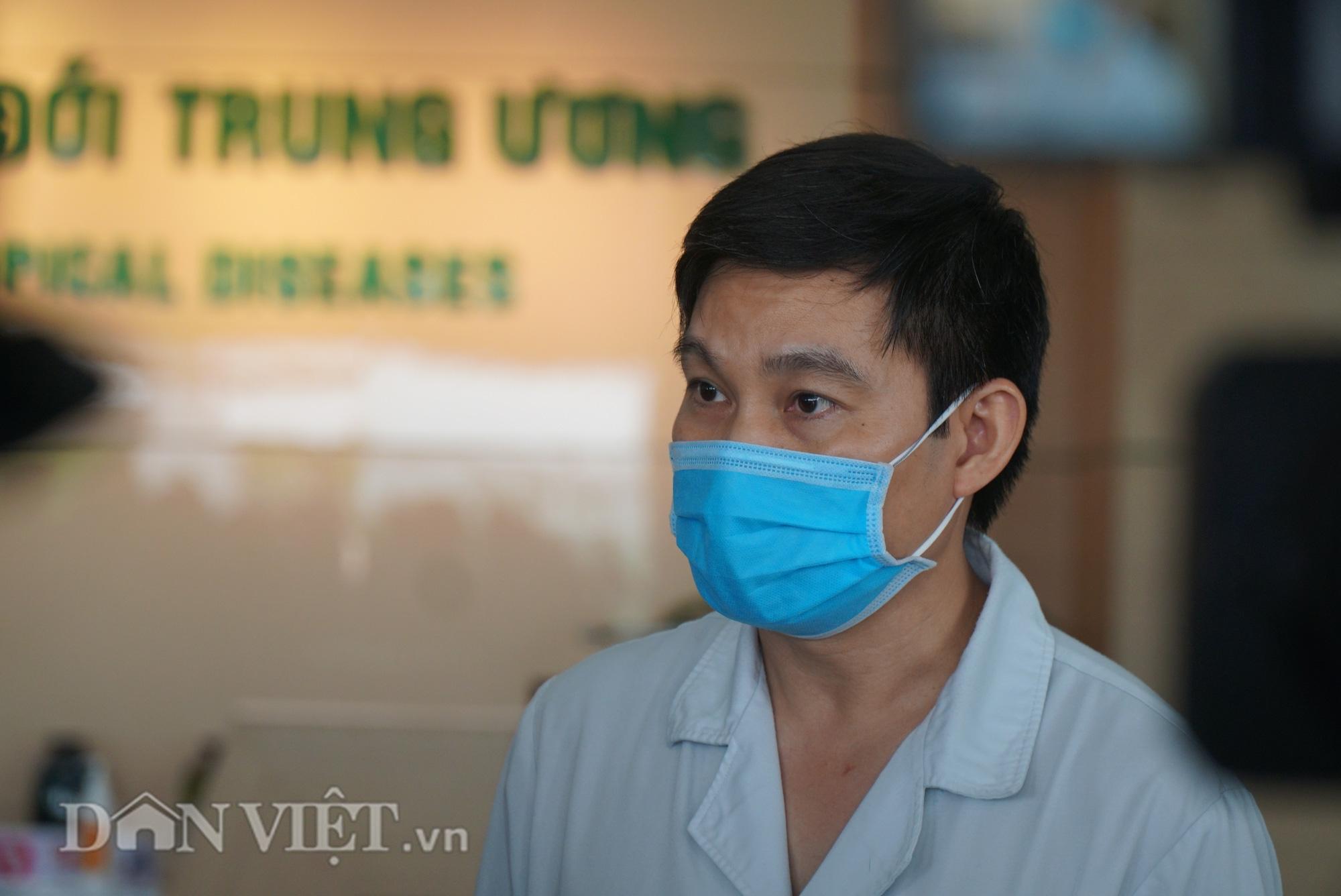 Bác bệnh nhân số 17 chính thức khỏi Covid-19 sau hơn 2 tháng điều trị - Ảnh 8.