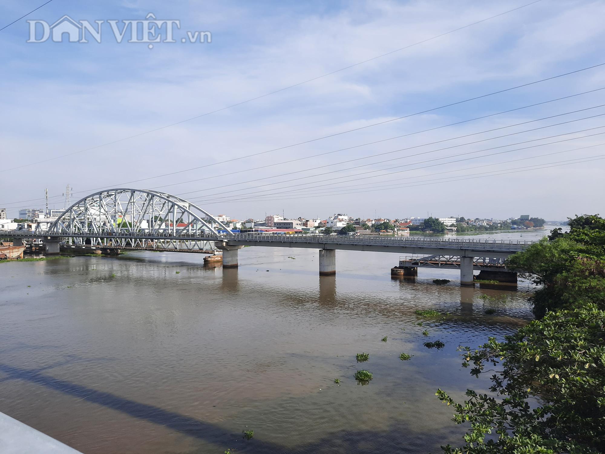 Hết ùn tắc giao thông đường thủy tại cầu sắt Bình Lợi - Ảnh 4.