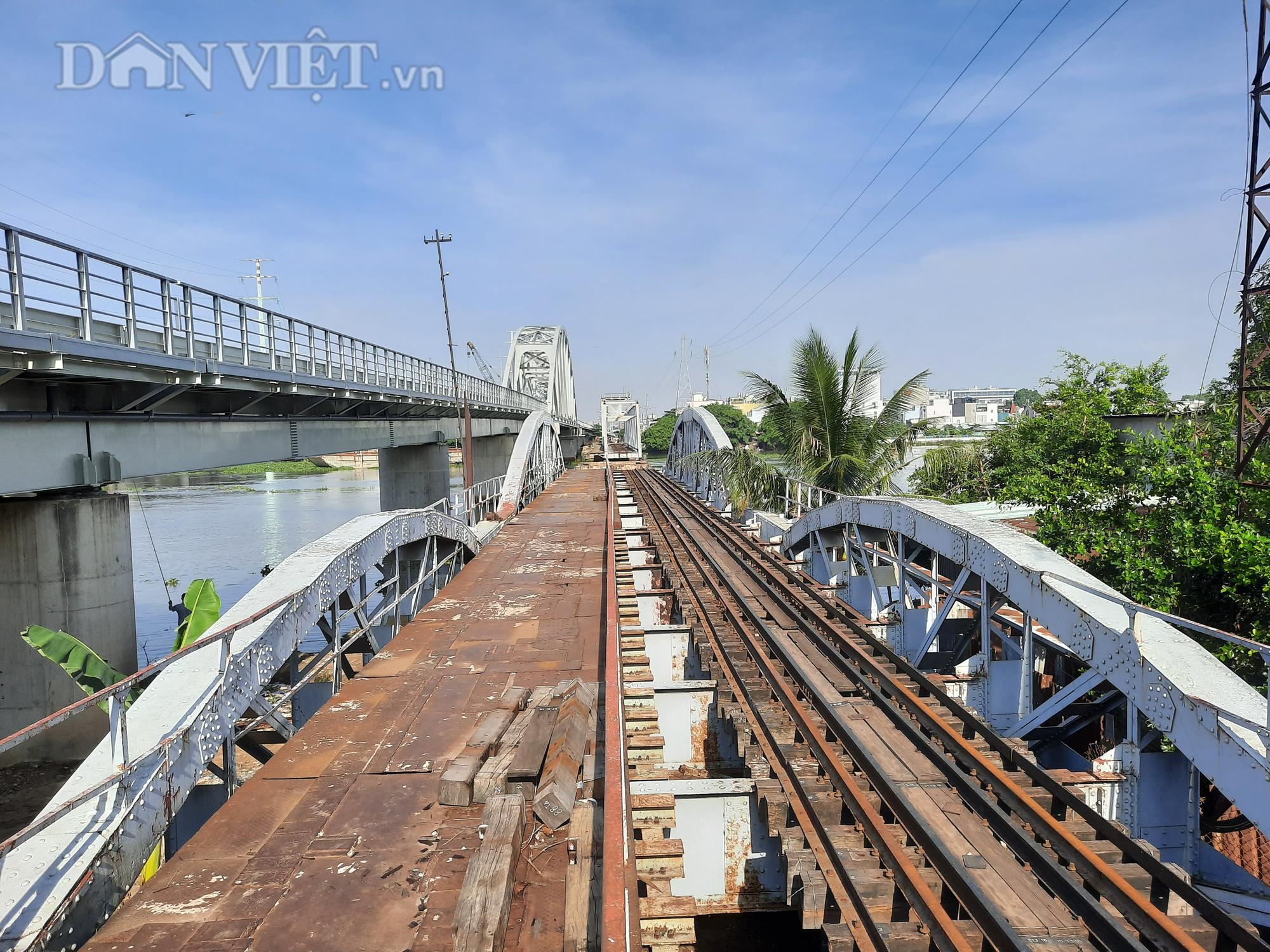 Hết ùn tắc giao thông đường thủy tại cầu sắt Bình Lợi - Ảnh 5.
