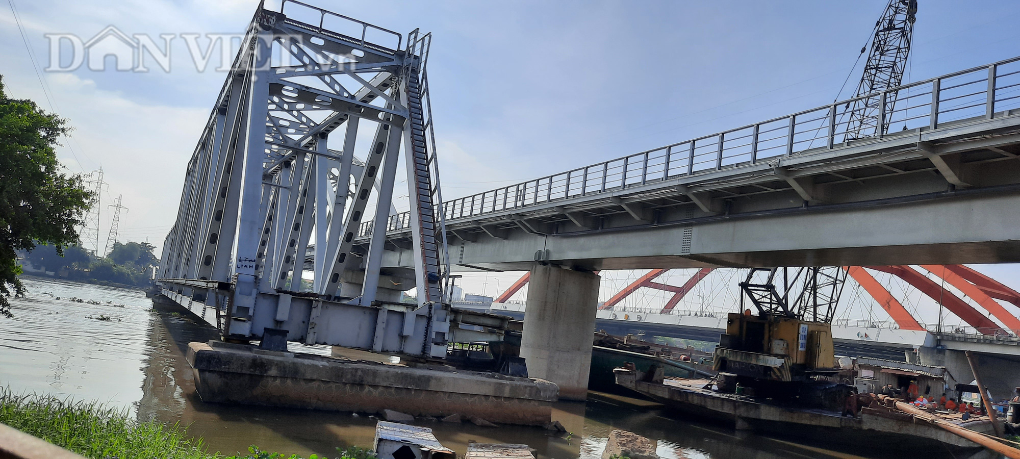 Hết ùn tắc giao thông đường thủy tại cầu sắt Bình Lợi - Ảnh 6.
