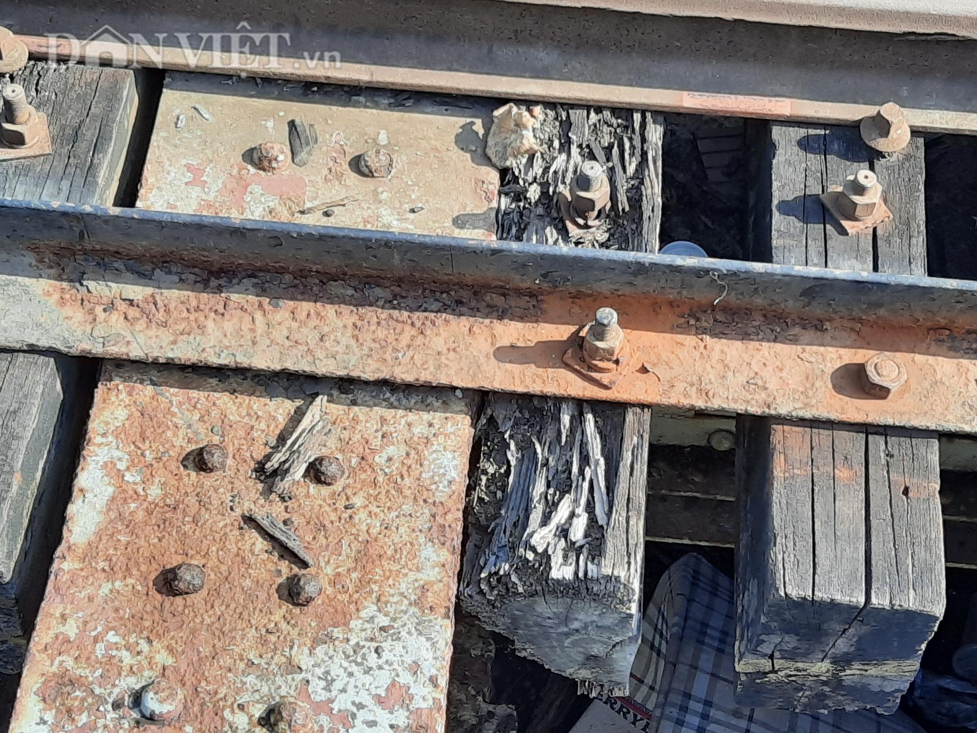 Hết ùn tắc giao thông đường thủy tại cầu sắt Bình Lợi - Ảnh 8.