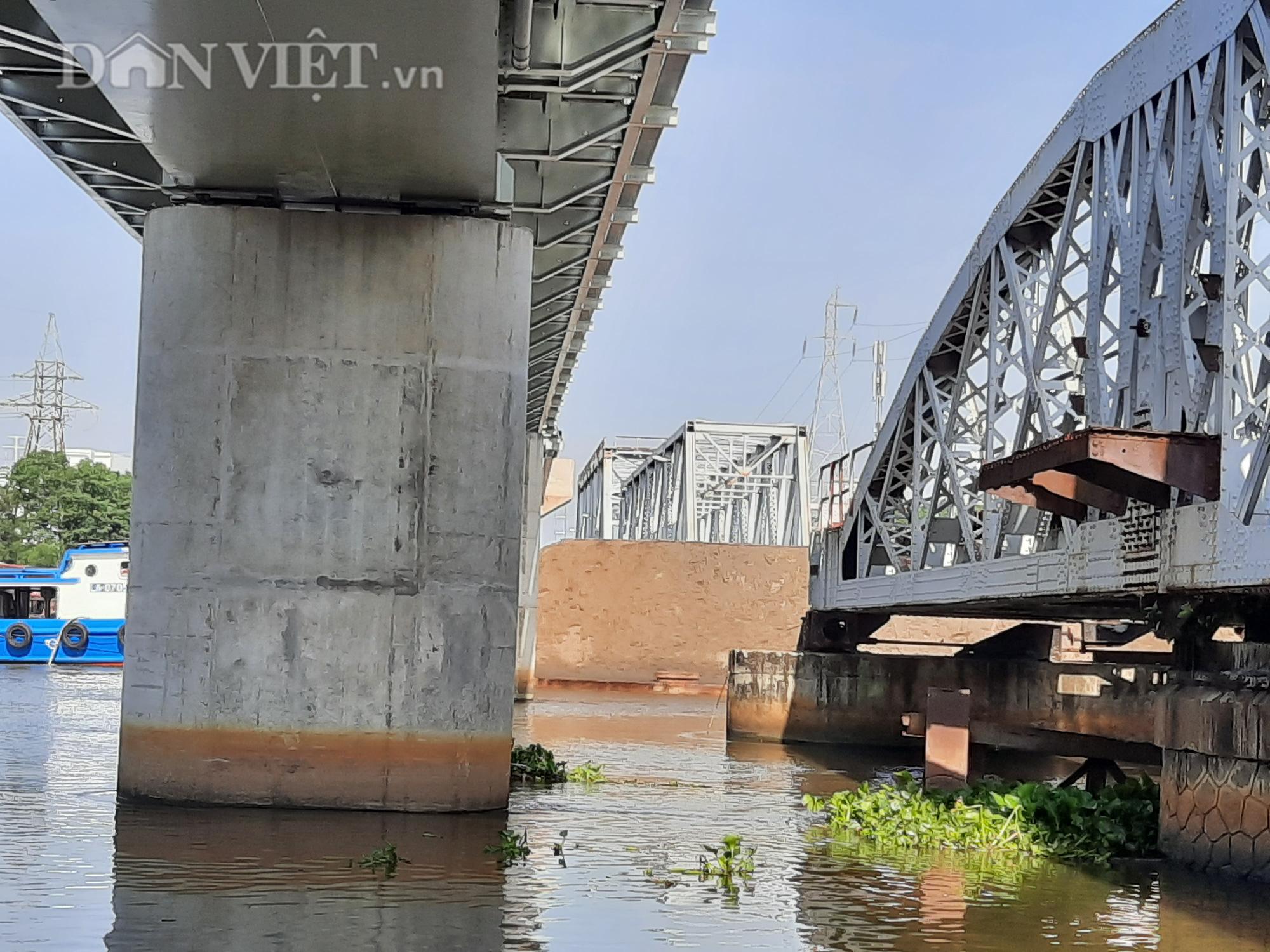 Hết ùn tắc giao thông đường thủy tại cầu sắt Bình Lợi - Ảnh 9.