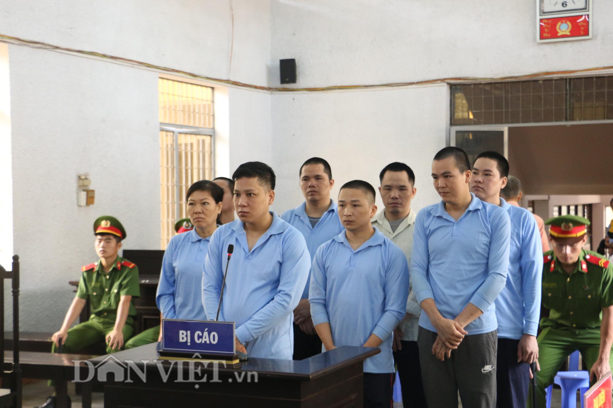 Phúc thẩm vụ hỗn chiến tranh giành đất rừng: Mẹ bị hại xin giảm án, các bị cáo bật khóc - Ảnh 1.