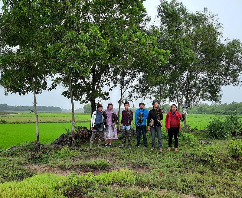 Thú chơi chim săn mồi, đem chim đuổi chuột đồng ở Quảng Trị - Ảnh 1.