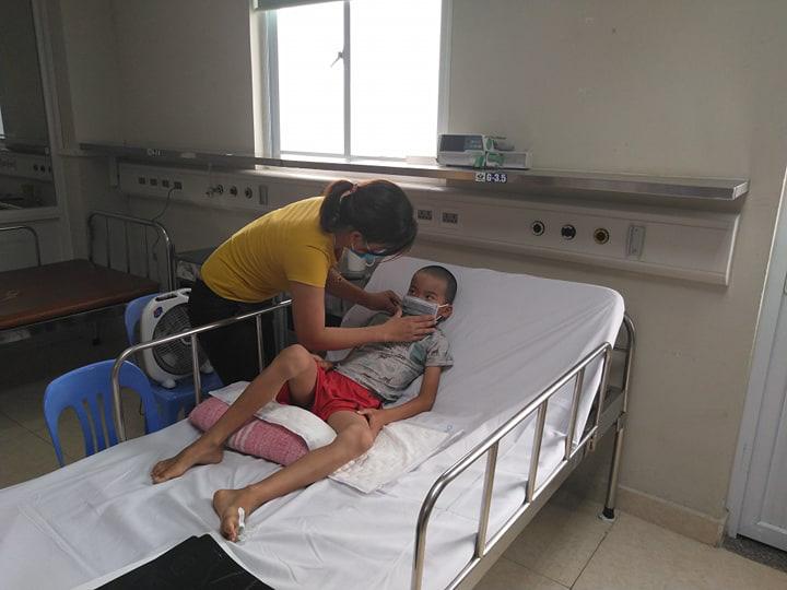 Bé 10 tuổi bị viêm não Nhật Bản nặng vì tiêm chủng không đúng lịch - Ảnh 1.