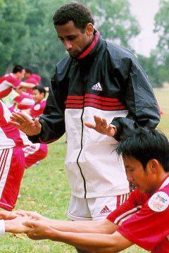 """HLV """"bạt tai"""" Văn Quyến và những tuyên bố sốc về bóng đá Việt Nam - Ảnh 3."""