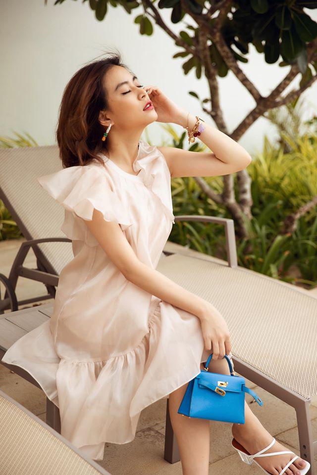 """""""Phớt lờ"""" ồn ào với Gil Lê, Hoàng Thùy Linh mặc bikini quyến rũ khoe dáng đẹp như tranh - Ảnh 7."""