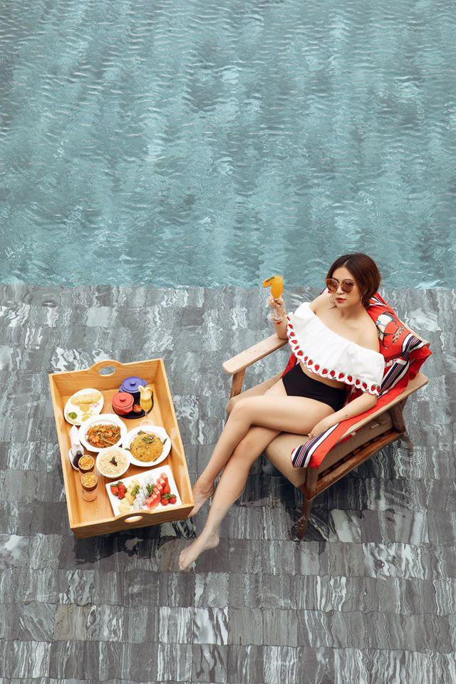 """""""Phớt lờ"""" ồn ào với Gil Lê, Hoàng Thùy Linh mặc bikini quyến rũ khoe dáng đẹp như tranh - Ảnh 6."""