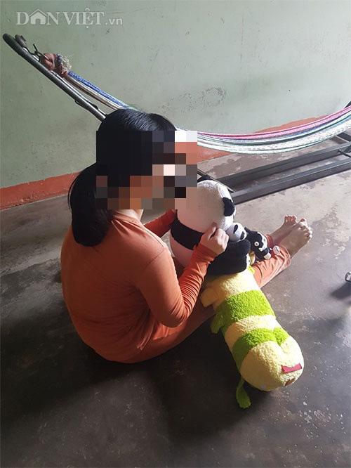 Truy tố 2 cha con hiếp dâm cô gái thiểu năng đến có thai - Ảnh 1.