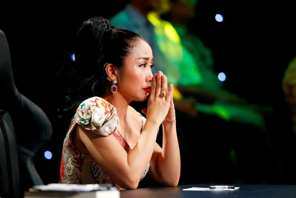 Ốc Thanh Vân nghẹn lòng, Lương Thuỳ Linh xót xa viếng bé trai tử vong vì cây phượng bật gốc - Ảnh 2.