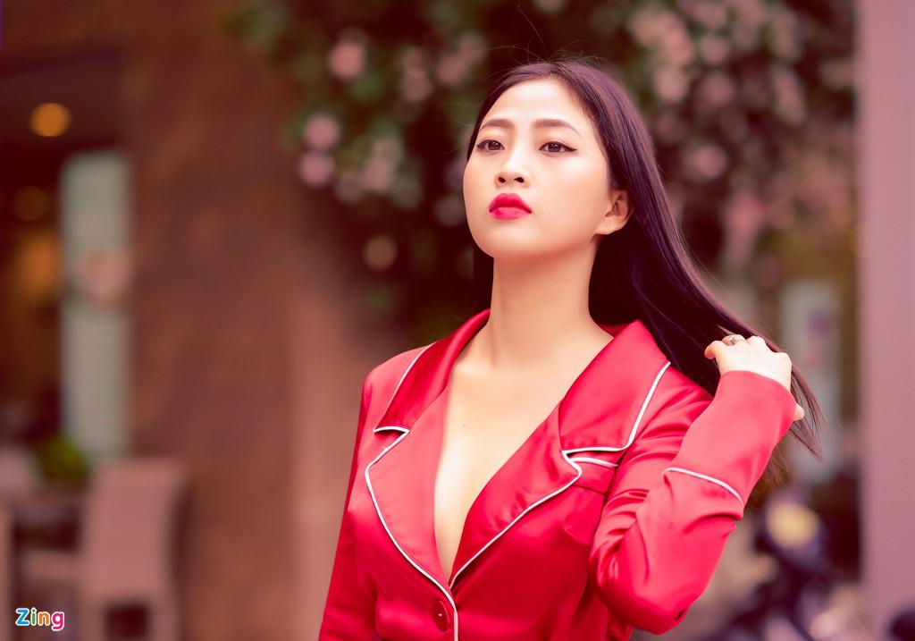 """MC Liêu Hà Trinh: """"Tôi và bạn trai Tây quen nhau qua app hẹn hò"""" - Ảnh 1."""