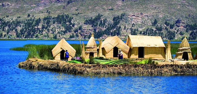 Độc đáo hòn đảo làm từ lau sậy nổi giữa hồ nước  - Ảnh 1.