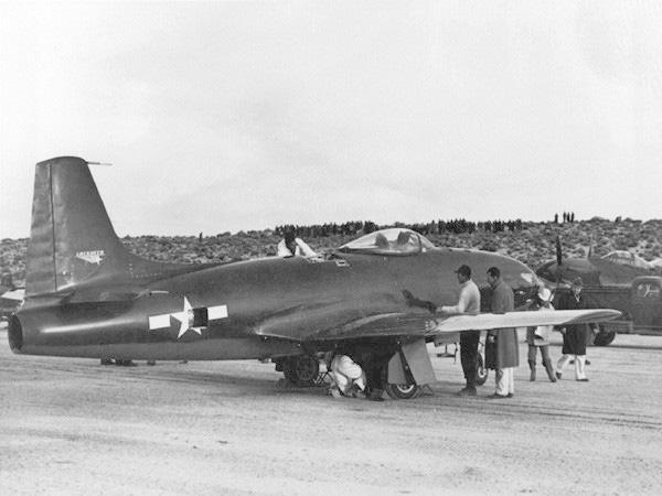 Oái oăm chuyện chiếc máy bay hại chết một loạt phi công Ace Mỹ - Ảnh 2.