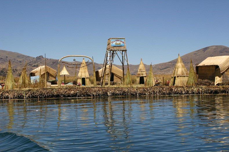 Độc đáo hòn đảo làm từ lau sậy nổi giữa hồ nước  - Ảnh 7.