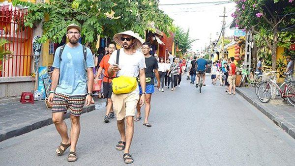 Sau giãn cách xã hội: Khách quốc tế đến Việt Nam đạt mức thấp nhất nhiều năm - Ảnh 1.
