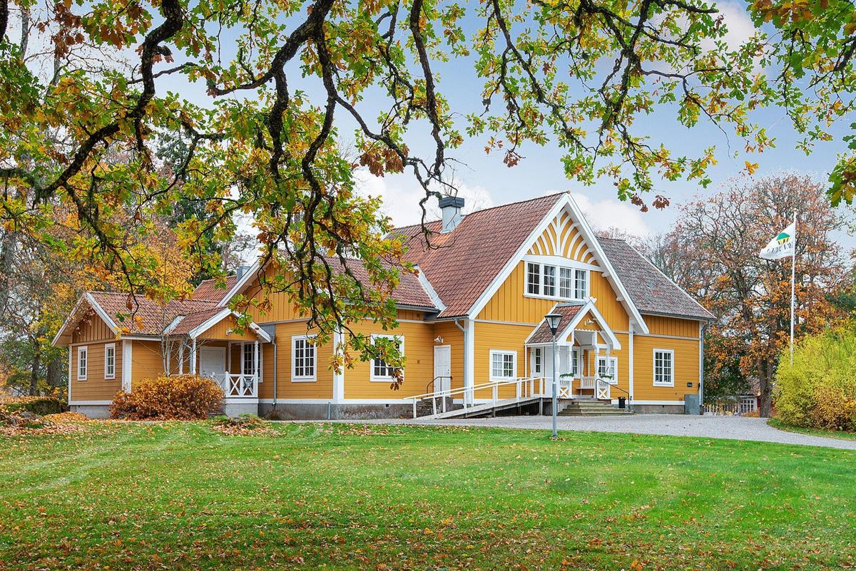 Rao bán cả ngôi làng giá hơn 7 triệu USD - Ảnh 2.