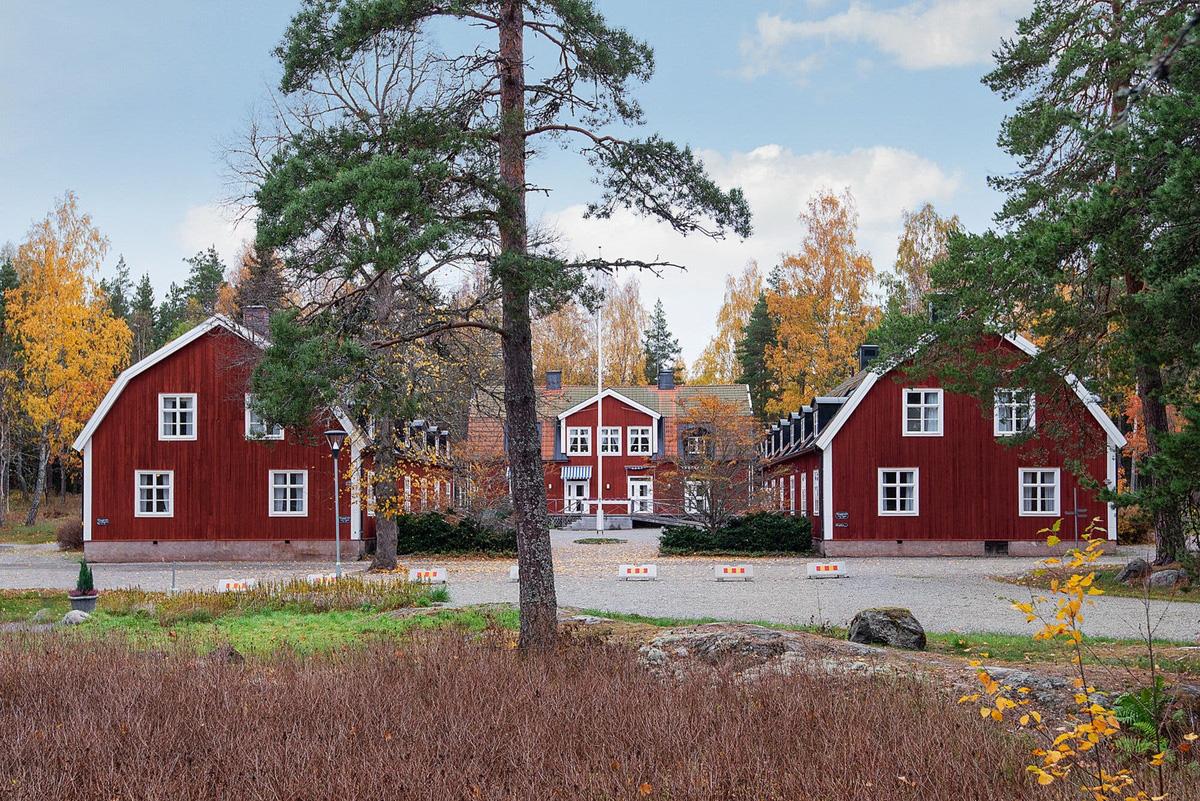 Rao bán cả ngôi làng giá hơn 7 triệu USD - Ảnh 4.