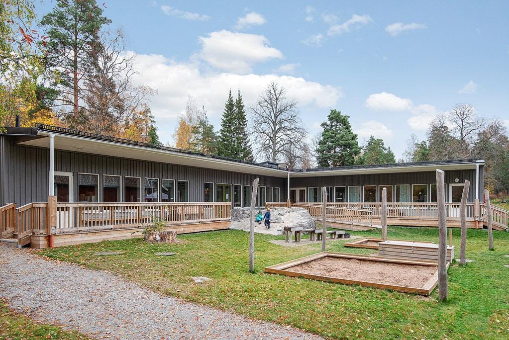 Rao bán cả ngôi làng giá hơn 7 triệu USD - Ảnh 8.