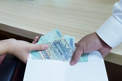 Hoà Bình: Cán bộ Công an huyện nhận hối lộ xin để hoãn cai nghiện cho đối tượng - Ảnh 1.