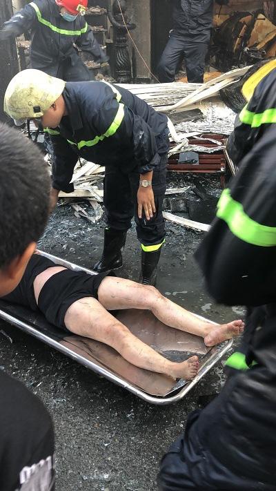 Một trong số 7 người được giải cứu trong vụ cháy nhà ở TPHCM đã tử vong ở bệnh viện - Ảnh 5.